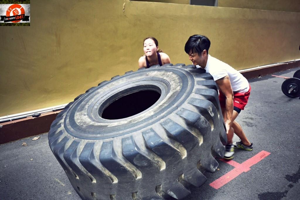 Meng & Vivian Doing a Tyre Flip METCON
